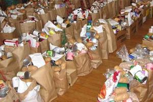 Τρόφιμα και είδη πρώτης ανάγκης στο Κοινωνικό Παντοπωλείο Τρίπολης