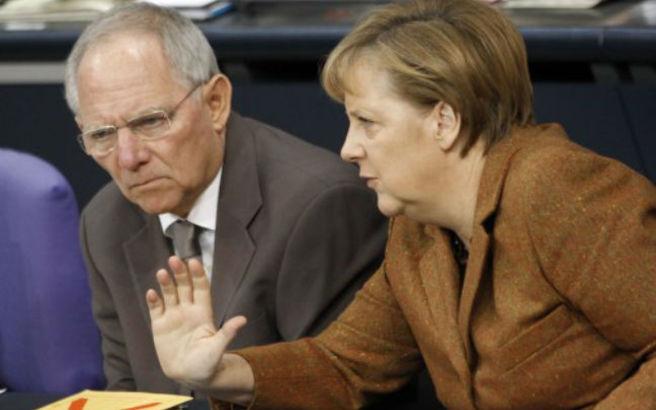 Όχι Σόιμπλε και Μέρκελ σε πάγωμα των ελληνικών επιτοκίων
