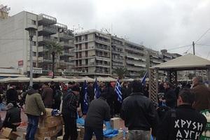 Επιμένει στη διανομή τροφίμων «μόνο για Έλληνες» η Χρυσή Αυγή