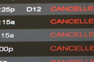 Ακυρώθηκαν εκατοντάδες πτήσεις λόγω ψύχους