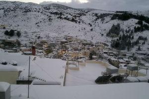 Μάχη με το χιονιά για να μην αποκλειστούν τα Ανώγεια