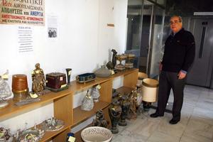 «Θησαυρός» με σπάνια αντικείμενα στο δημαρχείο Πειραιά