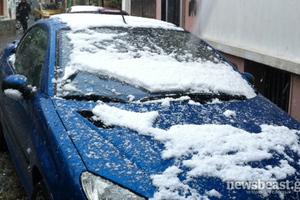Χιόνι και τσουχτερό κρύο στα βόρεια προάστια