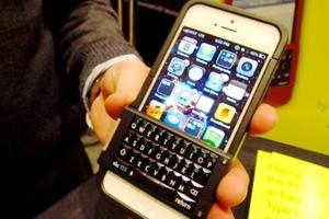 Θήκη μετατρέπει το iPhone σε BlackBerry
