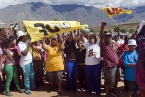 Συγκρούσεις απεργών με αστυνομικούς στη Νότια Αφρική