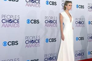 «Έλαμψε» η Taylor Swift στο Κόκκινο Χαλί