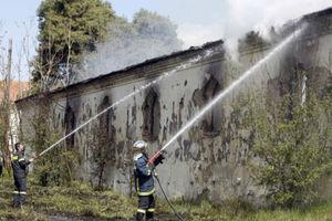 Φωτιά σε κτίριο του πρώην στρατοπέδου «Παύλου Μελά» στη Θεσσαλονίκη