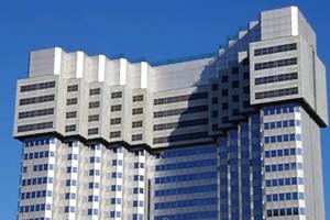 Δείτε πώς ένας ουρανοξύστης εξαφανίζεται όροφο όροφο