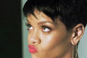 Η Rihanna τρώει... διαμάντια