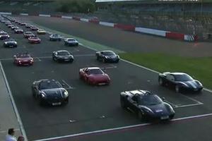 Η μεγαλύτερη παρέλαση από Ferrari