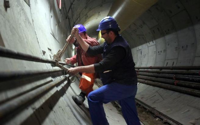 Μπήκαν οι πρώτες ράγες στο μετρό Θεσσαλονίκης