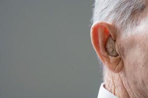 Η απώλεια ακοής συνδέεται με κίνδυνο άνοιας