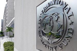 Το ΔΝΤ διαψεύδει ότι ζητάει περικοπές σε μισθούς και συντάξεις