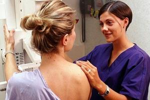 Δωρεάν κλινικός έλεγχος μαστού για γυναίκες 20-39 ετών