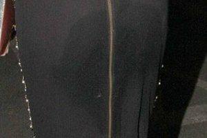 Τι είναι αυτός ο λεκές στη φούστα σου Lydia;