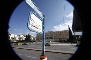 Κορονοϊός: Άδειες οι στάσεις λεωφορείων - Μειωμένη η κίνηση στα ΜΜΜ