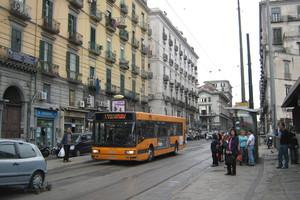 Ακινητοποιημένα τα λεωφορεία στη Νάπολη