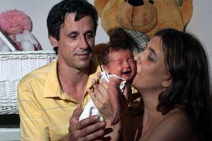 Η πρώτη γυναίκα με καινούρια καρδιά που γέννησε με εξωσωματική
