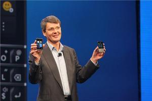 Παρουσιάστηκαν τα νέα BlackBerry Z10 και Q10