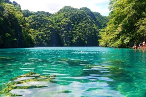 Αυτή είναι η πραγματική «Γαλάζια Λίμνη»