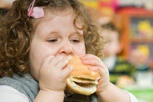 Κακές διατροφικές επιλογές παχαίνουν τα παιδιά