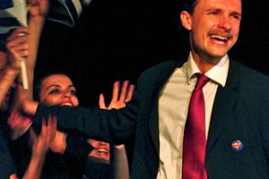 Ο Παπανδρέου πρωταγωνιστεί σε παράσταση στο Παρίσι!
