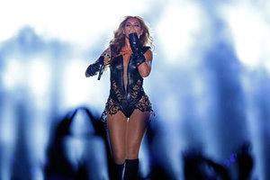 Θαυμαστής... απλώνει το χέρι του στη Beyonce