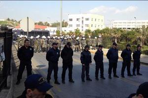 Διαμαρτυρία κατά της πώλησης μετοχών του ΟΛΠ