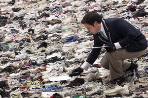 3bebf825fc31 Χιλιάδες αθλητικά παπούτσια για ένα ρεκόρ – Newsbeast