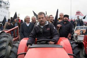Αγρότες στην Τρίπολη έχουν αποκλείσει την είσοδο του ΟΓΑ