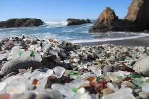 Μια παραλία από γυαλί