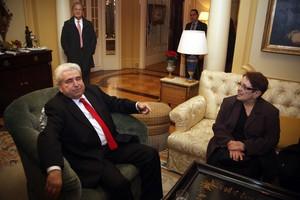 «Η τρόικα θέλει να βάλει στο χέρι τους υδρογονάνθρακες της Κύπρου»
