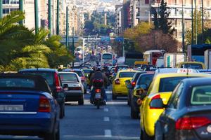 Σε ισχύ από σήμερα η επιστροφή πινακίδων-αδειών ανασφάλιστων οχημάτων