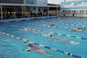 Ξεκίνησε το πιλοτικό πρόγραμμα εκμάθησης κολύμβησης για παιδιά Δημοτικών σχολείων