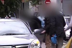 Η στιγμή της σύλληψης του τρίτου επίορκου αστυνομικού
