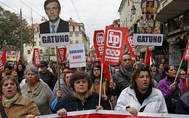 Αυξήσεις μισθών ζητούν οι δημόσιοι υπάλληλοι στην Πορτογαλία