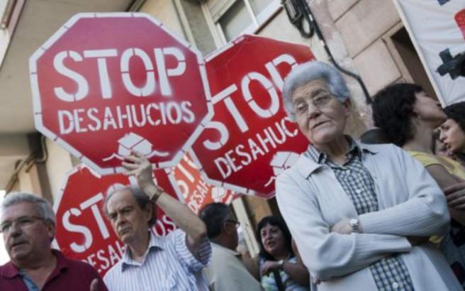 Η αλληλεγγύη κρατάει ακόμα «όρθια» την Ισπανία