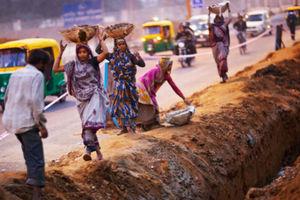 Στο 10,3% η αύξηση του μέσου μισθού φέτος στην Ινδία