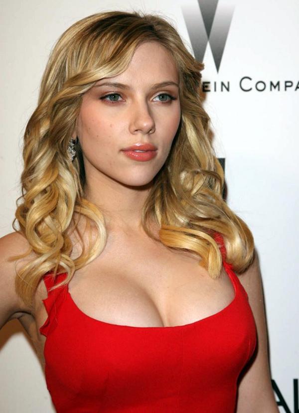Όταν οι περίφημες γυμνές φωτογραφίες της ξανθιάς σεξοβόμβας διέρρευσαν στο  Internet 50a45ee87bc