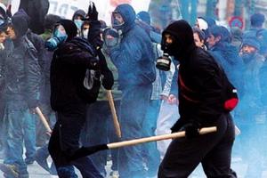 Επίθεση κουκουλοφόρων σε αστυνομικούς στην Πάτρα