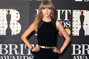 Η Taylor Swift έφαγε τη σκόνη της Selena Gomez