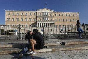 «Η κρίση έπληξε τους γάμους και τις κηδείες στην Ελλάδα»