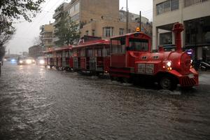 Χαρακτηριστικές εικόνες από τις πλημμύρες