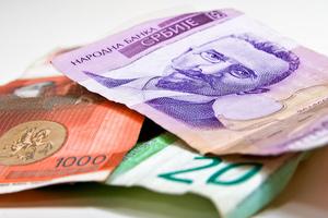 Στα 352 ευρώ ο μέσος μισθός στη Σερβία