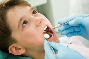 Βούρτσισμα από το πρώτο δόντι συστήνουν οι οδοντίατροι