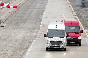 Πέντε νέα συστήματα ασφάλειας παρουσίασε η Mercedes