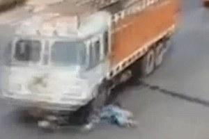 Την πάτησε αυτοκίνητο, σηκώθηκε και κυνήγησε τον οδηγό