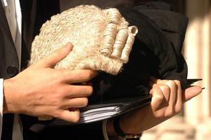 Δικαστήριο «παγώνει» τους λογαριασμούς Τούρκων στην Αγγλία