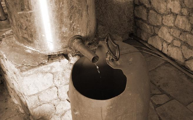 Αγώνας για την προστασία της ελληνικής παραγωγής τσίπουρου και ούζου
