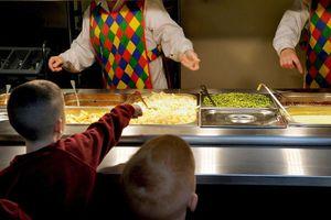 Ο κορονοϊός αφήνει 300 εκατ. μαθητές χωρίς σχολικά γεύματα